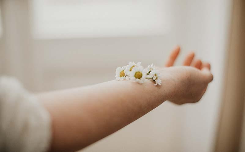 Haut als Kontaktorgan steht für die Berührung auf körperlicher und seelischer Ebene